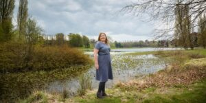 Hannah stood by the lake.